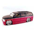 1095 - Die Cast Chevy Suburban '03 1/18 Scale
